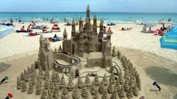 How to Build a Winning Sandcastle || Peppertree Bay